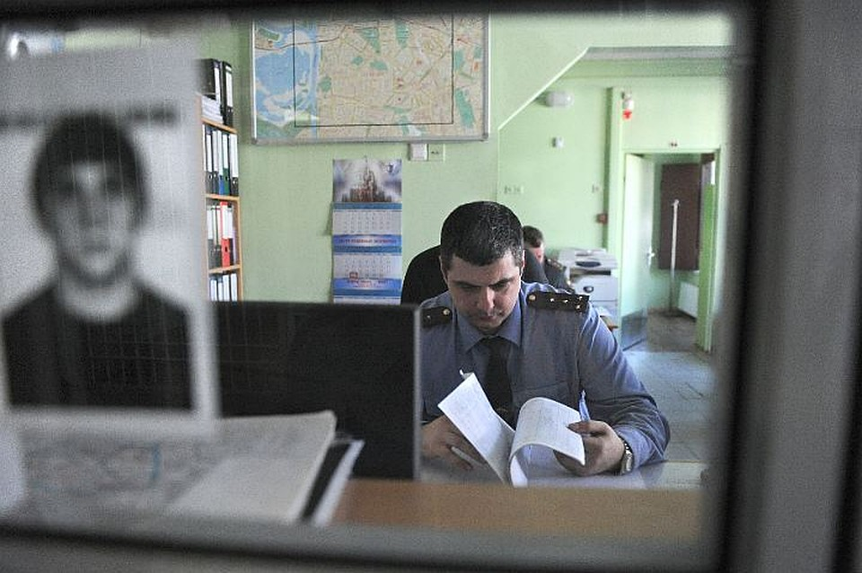 Хабаровского полицейсого осудили за«слив» информации обумерших ритуальному агентству