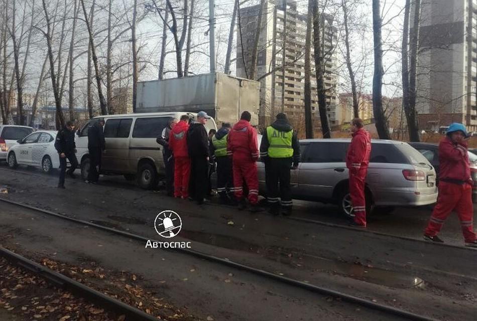 5 машин столкнулись днем наПетухова