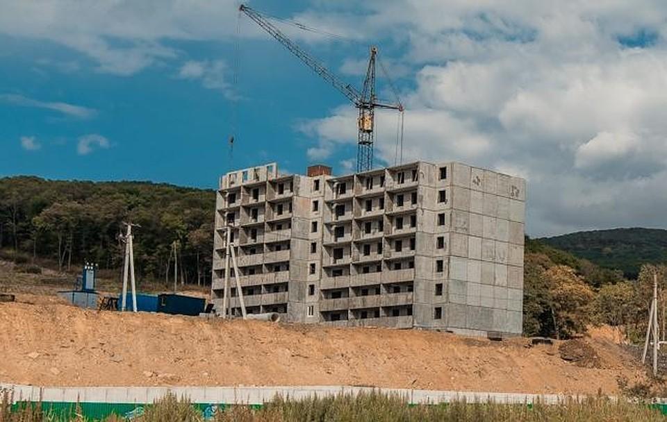 Этаж строящегосяТЦ обвалился воВладивостоке
