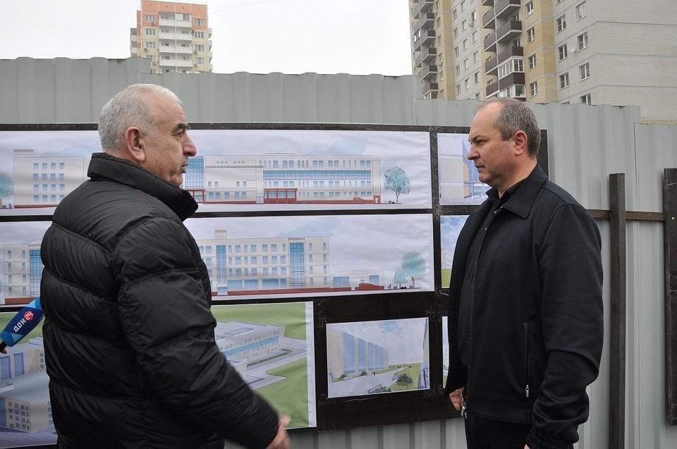 Встроительство новоиспеченной школы вмикрорайоне «Суворовском» заложили 1-ый камень