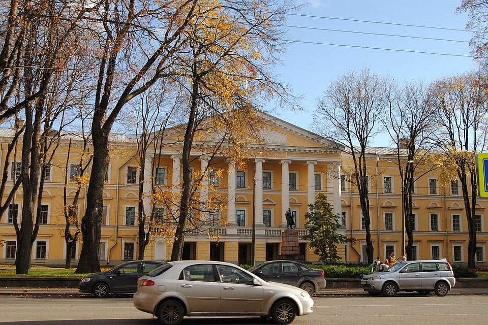 Перейти назимнюю резину призвало водителей МЧС Псковской области