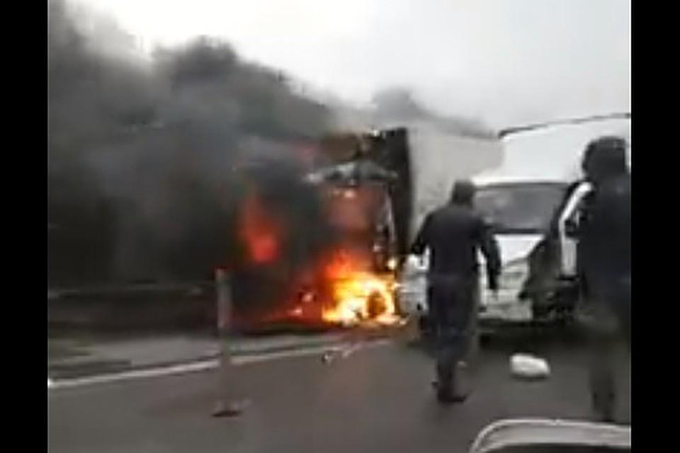 После ДТП под Ростовом зажегся большегруз: умер шофёр