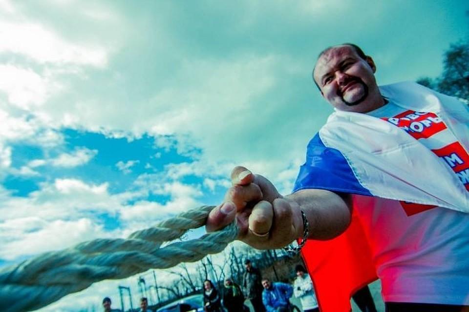 Приморский силач вчесть нового вице-губернатора края отбуксировал морское судно