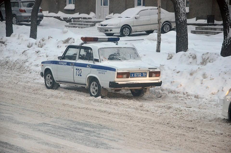 ВНовосибирске мужчина выпал изокна и умер