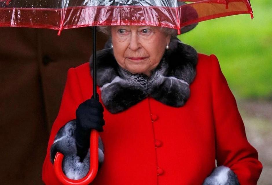 Королева Англии стала самым пожилым главой государства вмире