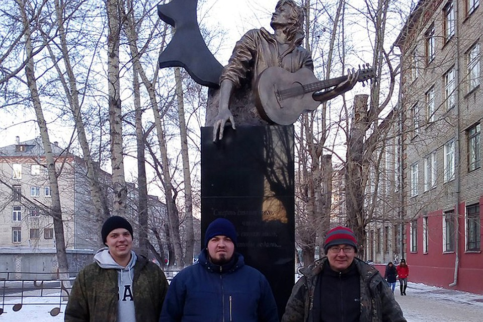 Монумент Виктору Цою вБарнауле отреставрировали добровольцы