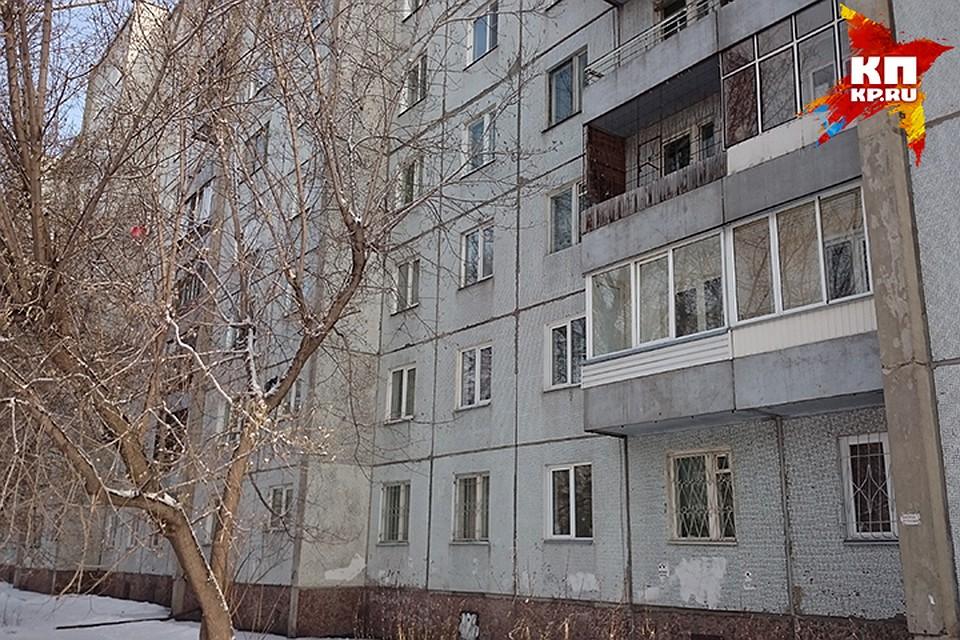 Школьница выжила, упав с 5-ого этажа всугроб вКировске