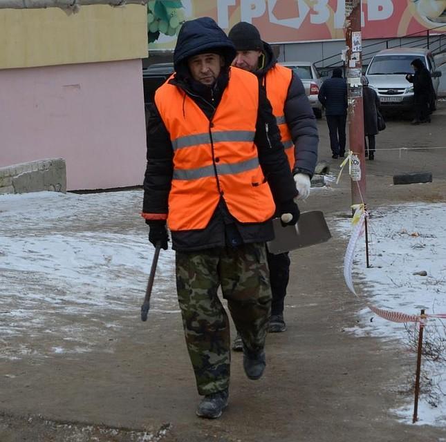 Валерий Радаев прогулялся поскользким улицам Саратова
