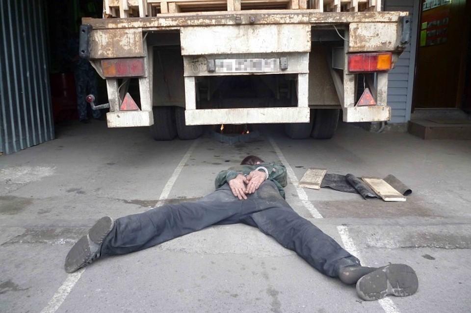 Находящийся врозыске дончанин напал сножом насотрудника ГУФСИН