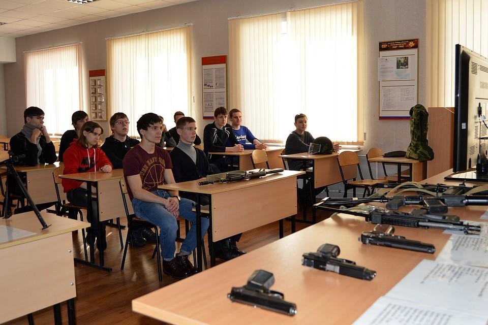 Нижегородский студенческий десант «высадился» вмногоэтажном здании ГИБДД