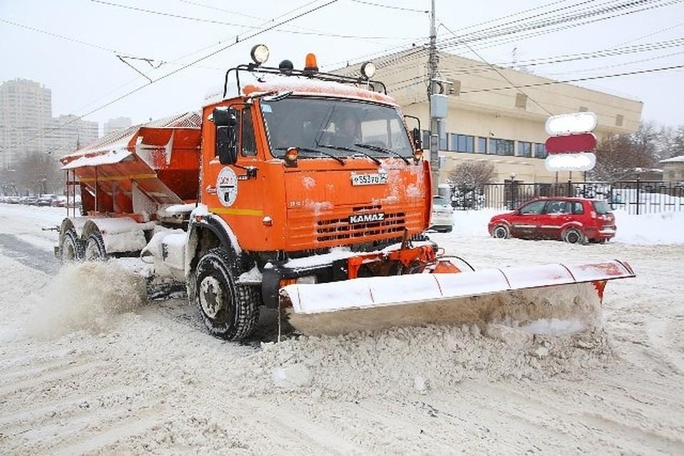 ВВолгограде неменее 60 машин и100 рабочих убирают снег