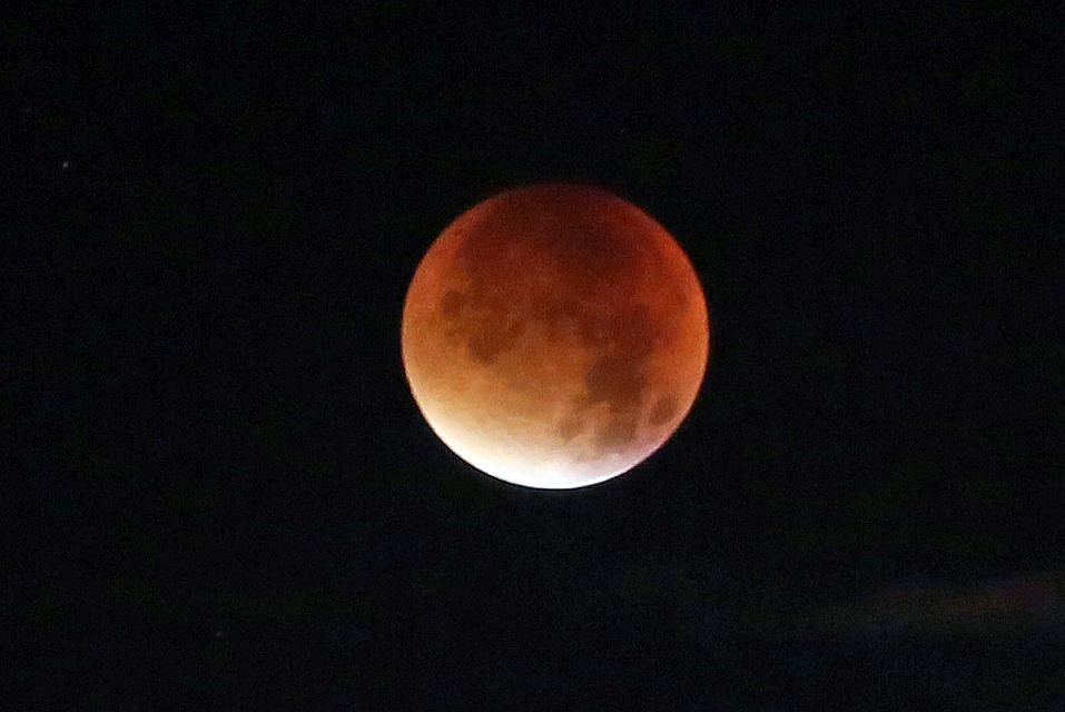 Граждане Земли смогут наблюдать «кровавое суперлуние»
