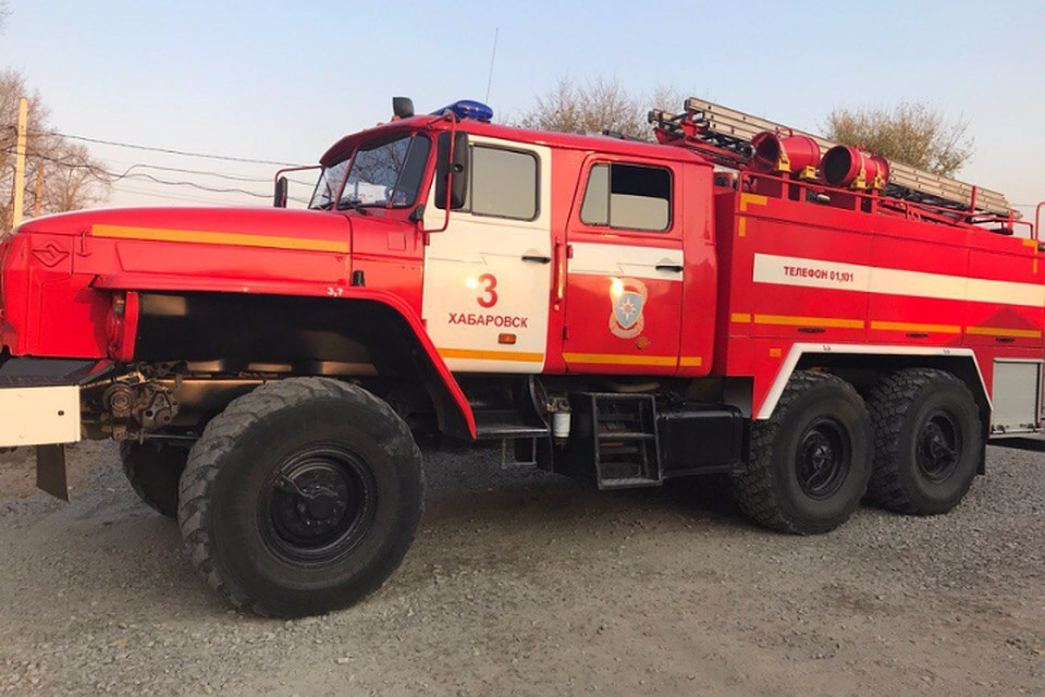Пожарные боролись с огнем набывшем заводе «Амурлитмаш» вХабаровском крае