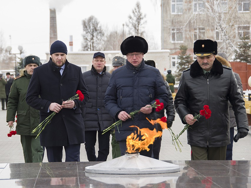 Омский губернатор Бурков поведал о собственных навыках танкиста