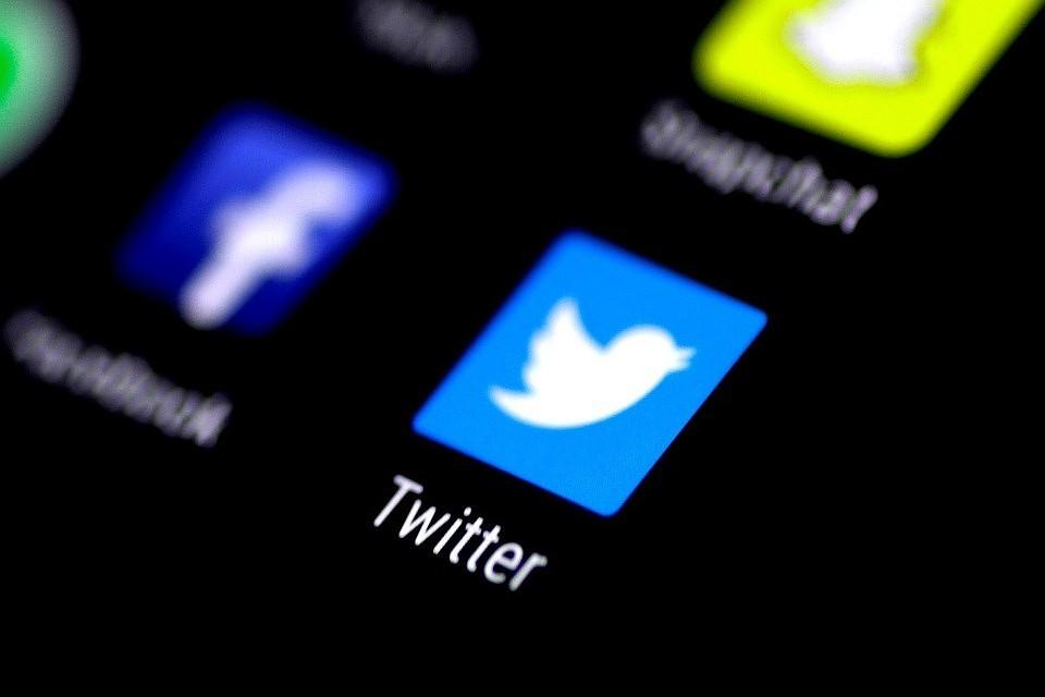 Твиттер ужесточил правила для борьбы сботами