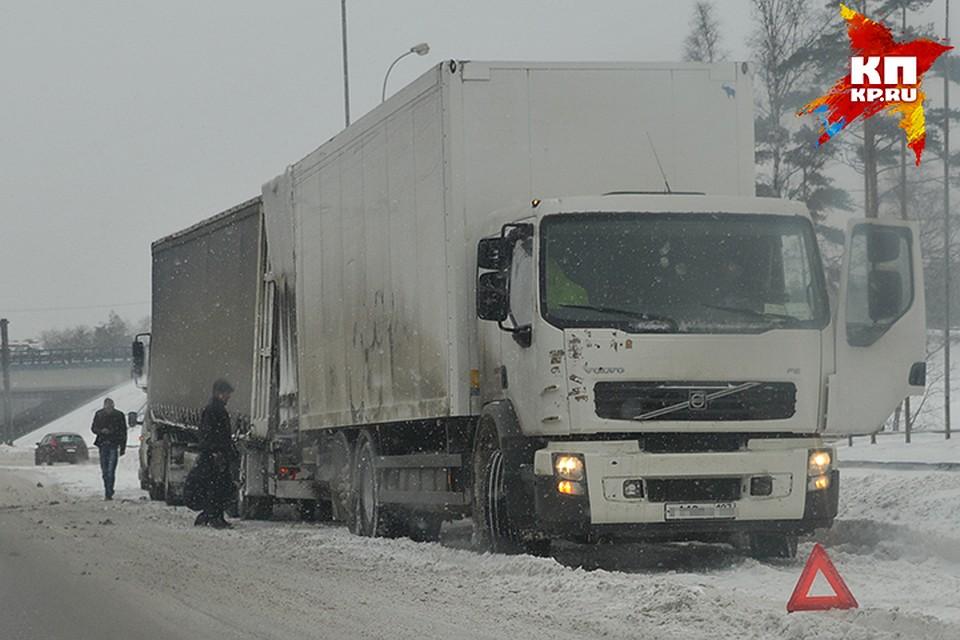 250 фур вБрянской области затряли награницы из-за бессилия украинских дорожников