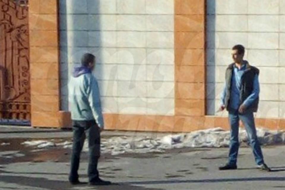 В РФ мужчина сножом напал напрохожих