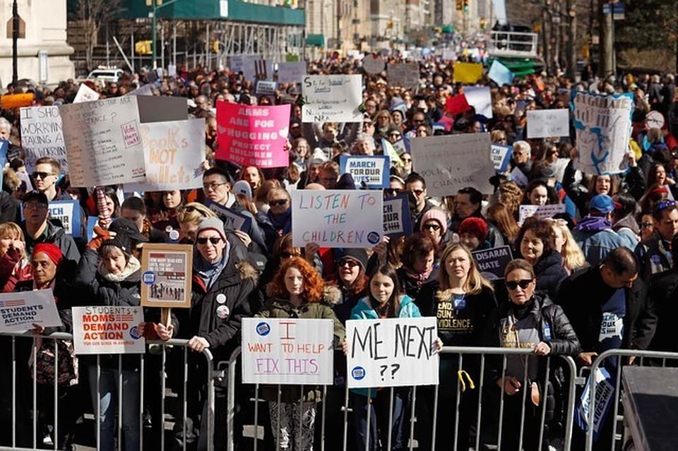 Тысячи людей вНью-Йорке устроили марш против оружия