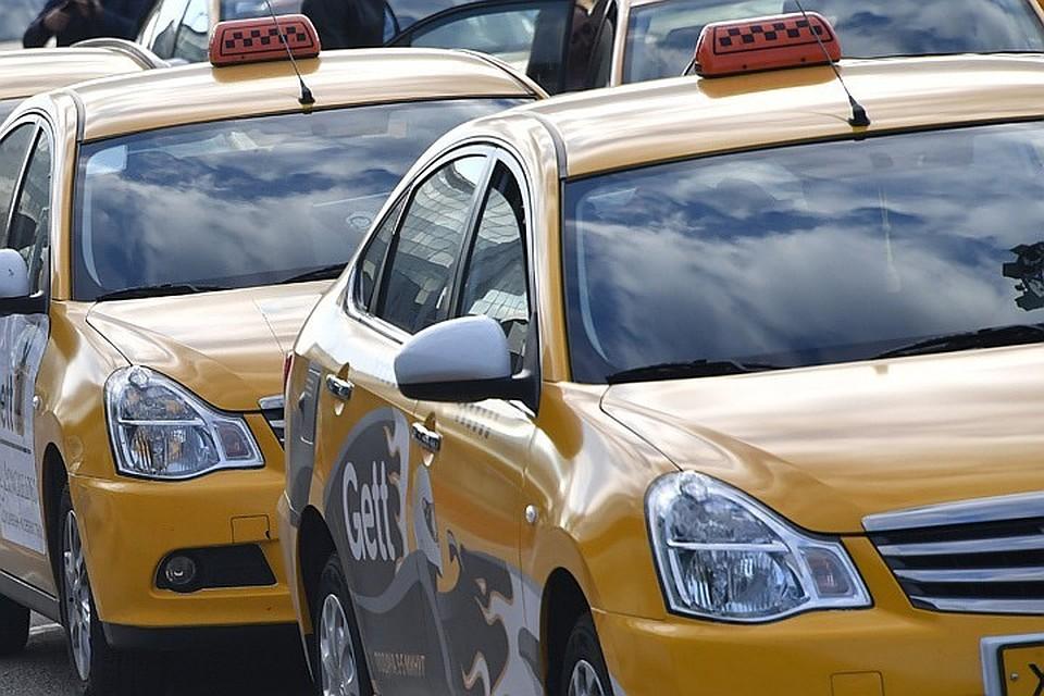 ВУсть-Куте из-за гололёда смоста упал автомобиль такси