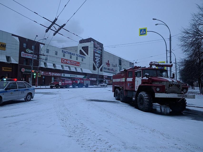 Разбор завалов наместе пожара вТЦ Кемерова продолжается