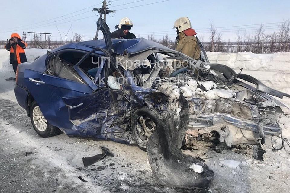 Под Норильском лоб влоб столкнулись Mercedes и Лифан: трое человек погибли