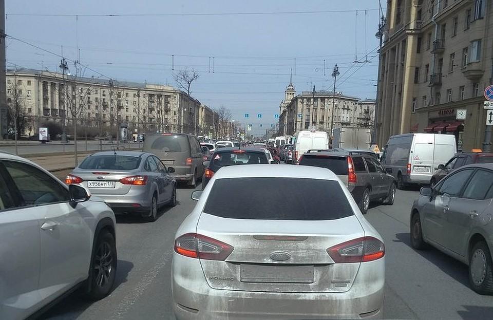 Ремонт Невского привел к10-бальной пробке вцентре Петербурга