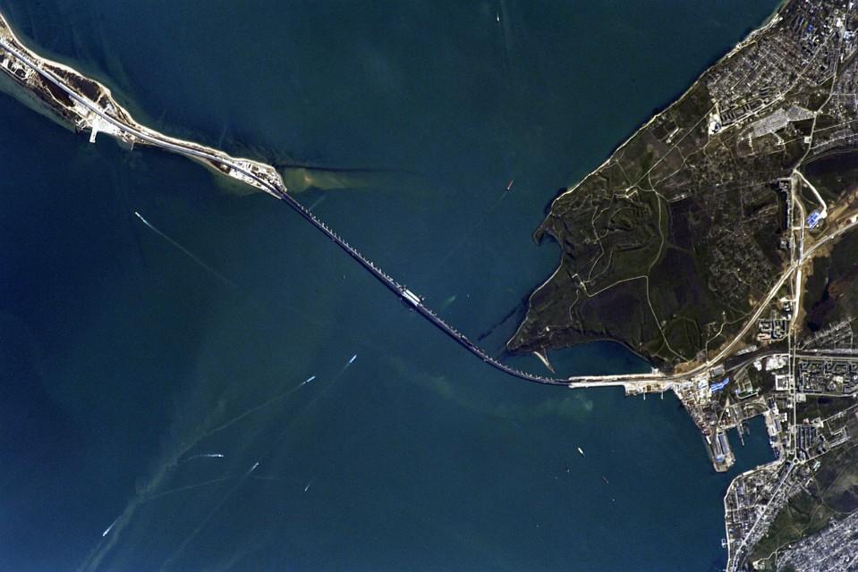 Шкаплеров продемонстрировал Крымский мост изкосмоса