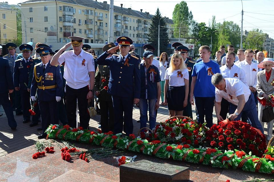 5 тыс. самарцев участвовали вцеремонии возложения цветов напл.Славы