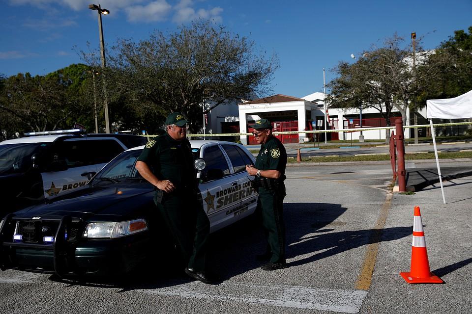 ВСША педагог, рискуя жизнью, обезвредил ворвавшегося вкласс стрелка