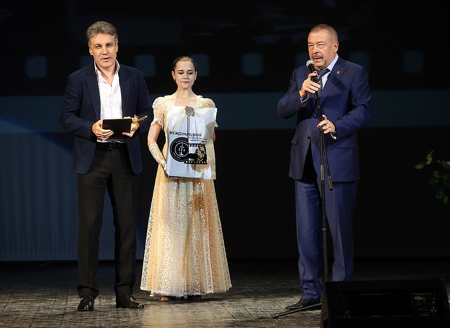 Пиманова и Курцына наградили в Туле за «Крым»