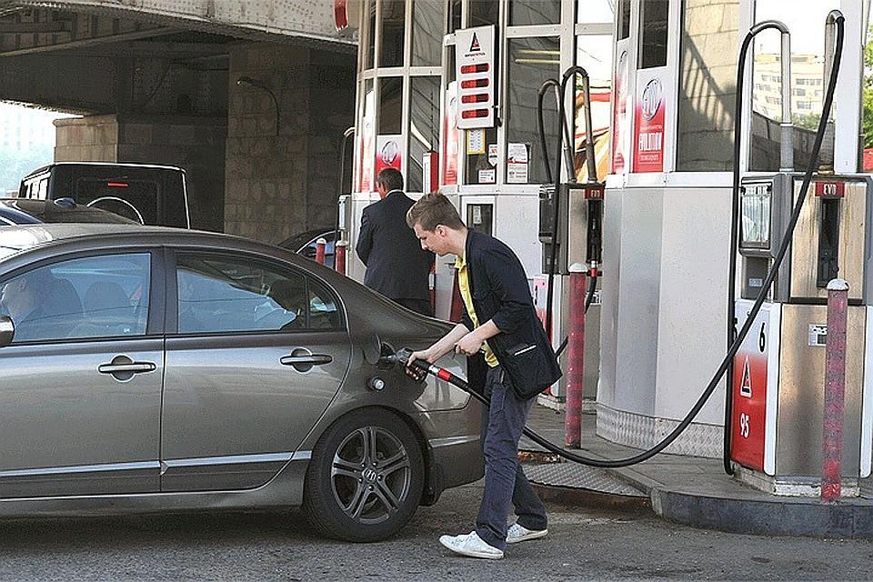 Росстат зафиксировал рост цен набензин на13%