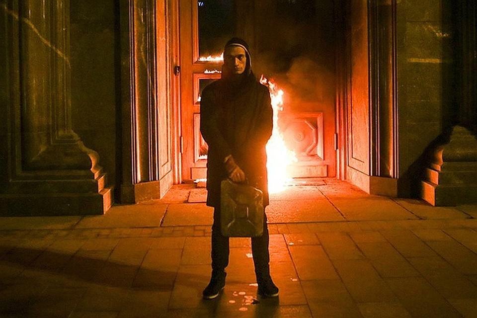 ВоФранции бессрочно продлили арест Павленскому— гражданская супруга художника