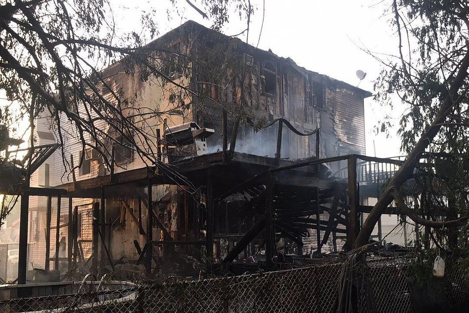 Неменее 20 пожарных пострадали при тушении нескольких зданий вНью-Йорке