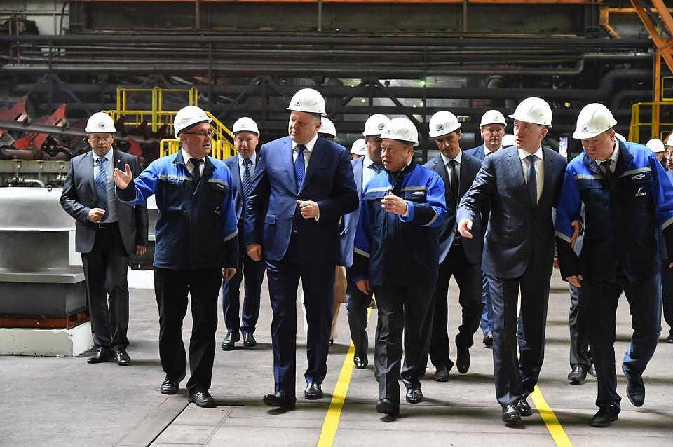 Полпред президента осмотрел производство рельсов наЧМК