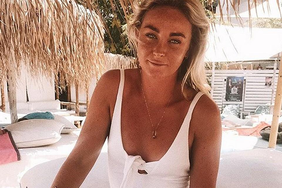 В середине июня Шинейд начинает публиковать в своем профиле в Инстаграме завораживающие фотографии с видами Греции