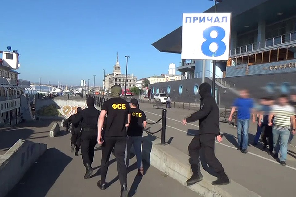 Работники ФСБ изъяли напароходе тонну осетра изадержали продавцов