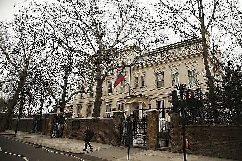 Лондон перестал выдавать визы русским  дипломатам