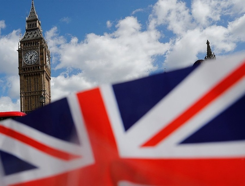 Британские школьники утверждают, что учились водном классе с30-летним иммигрантом