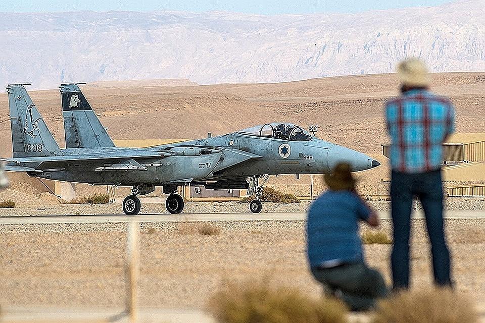 Сирийские системы ПВО открыли огонь помишеням уДамаска