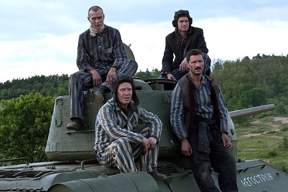 Фильм «Т-34» лидирует в русском прокате вторую неделю подряд