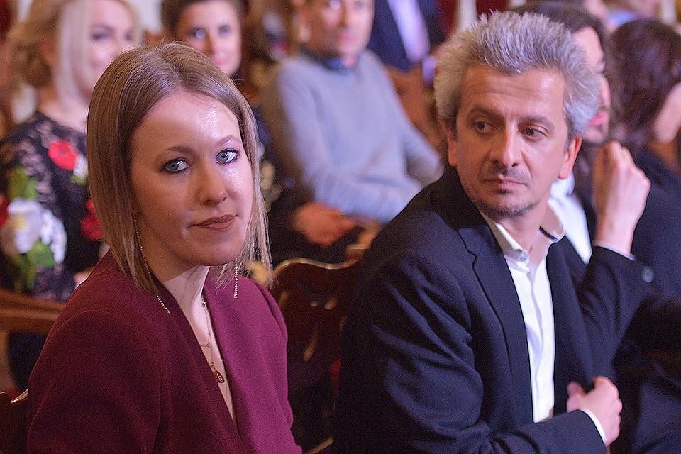 Ксения Собчак иКонстантин Богомолов появились наоткрытии выставки как пара