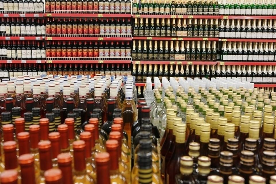 Россияне массово променяли вино и другой дорогой алкоголь на пиво