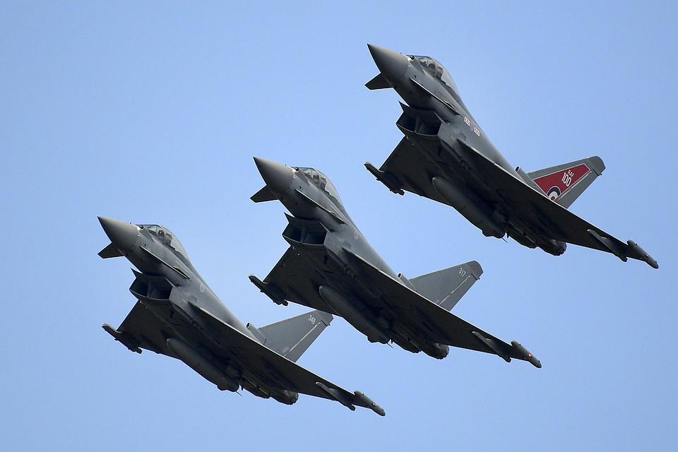 Английские истребители сопроводили русские военные самолеты над Балтикой