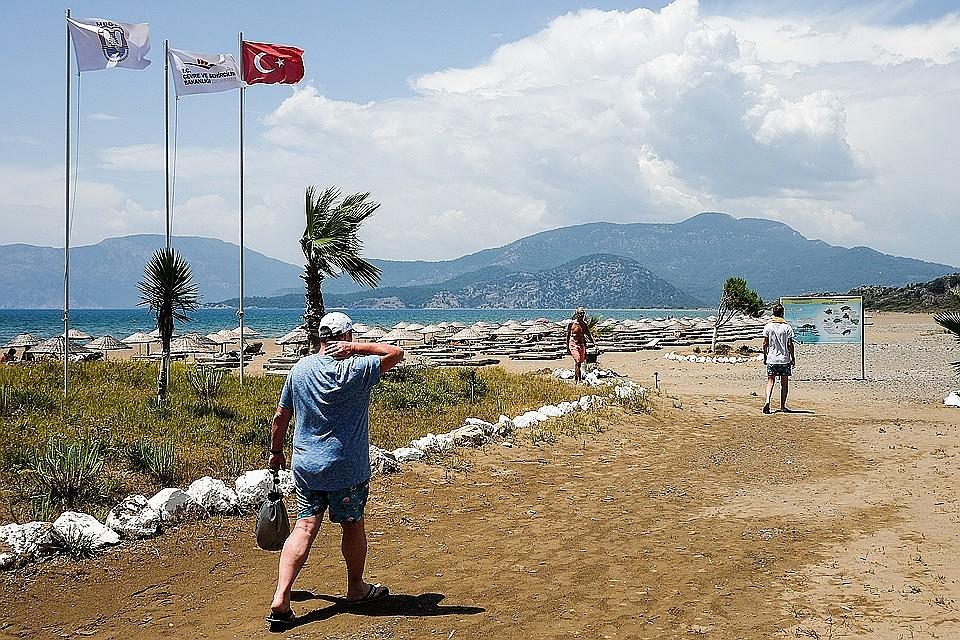 Жители России  попытались вывезти изотеля Турции чемодан еды