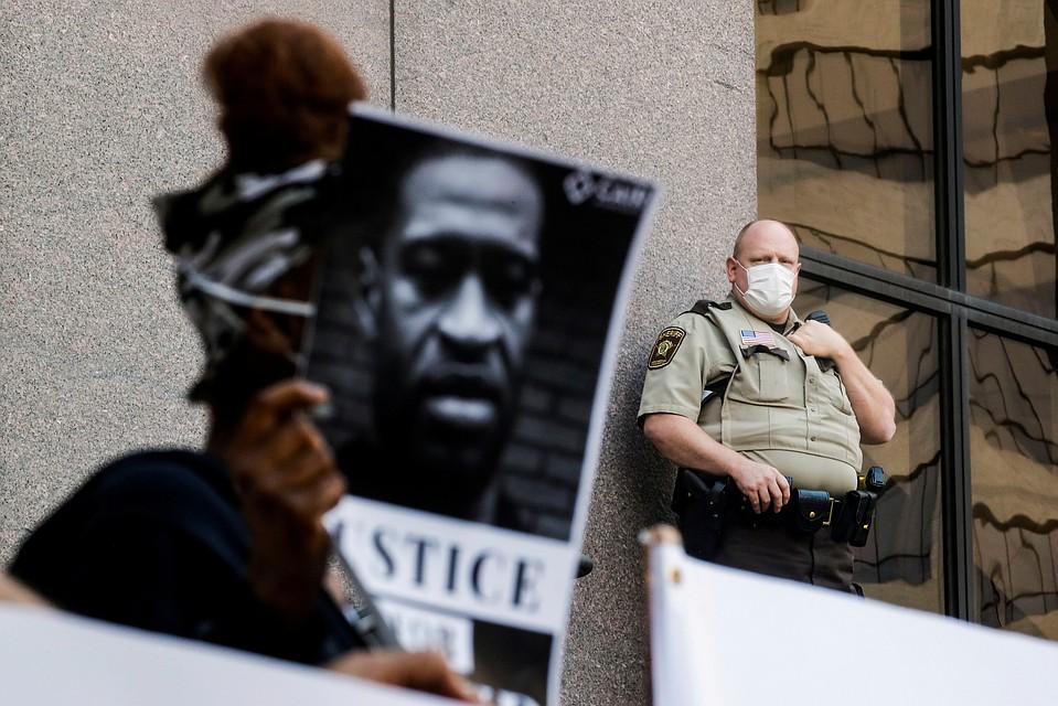 Протесты вПортленде— митингующие устроили пожар перед зданием суда