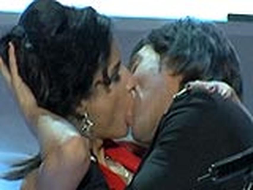 Лесби поцелуи ролики