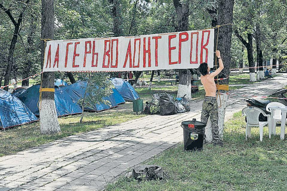Незнакомое слово «волонтеры» сами крымчане предложили заменить на «добровольцы». Больше соответствует сути.