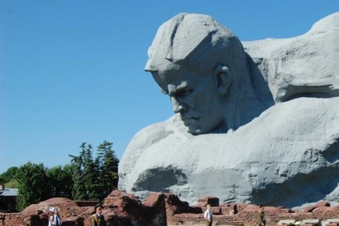 CNN назвала памятник защитникам Брестской крепости «уродливым»