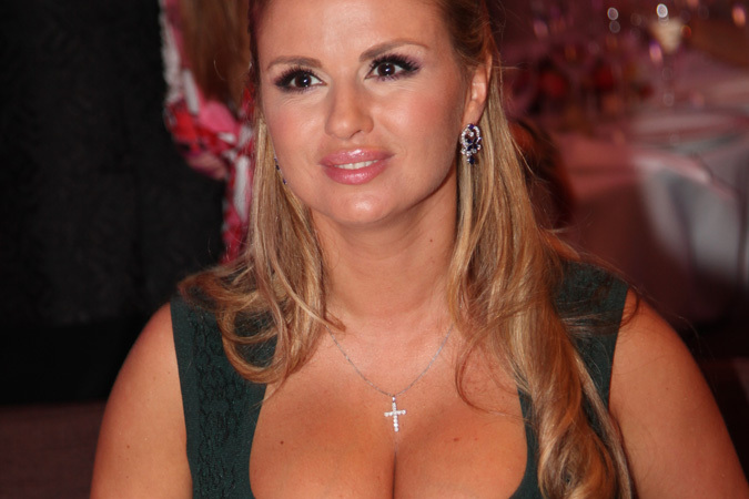 Звезда Анна Семенович показала свои голые прелести. Бесплатно на Starsru.ru