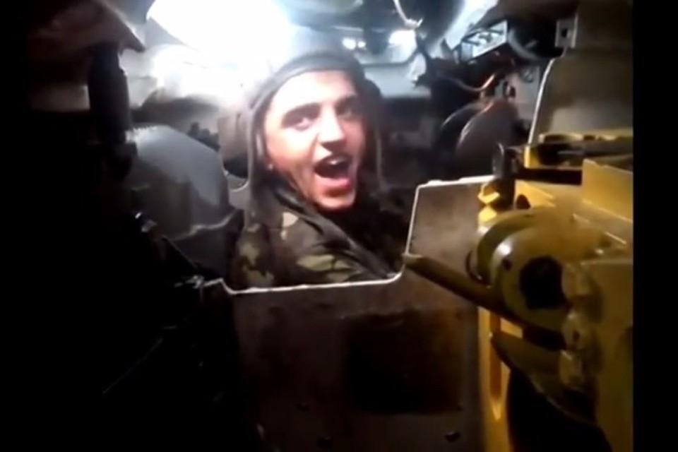Видео: Украинские военные со смехом расстреливают мирных жителей
